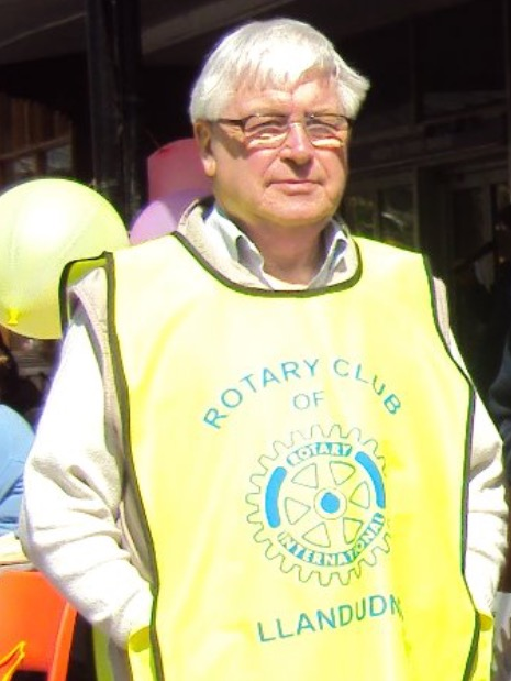 2012 pic of Bob Mills extract from a pic on Ashoks Facebook page